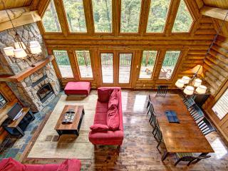 4 bed, 3 bath log chalet near Tremblant