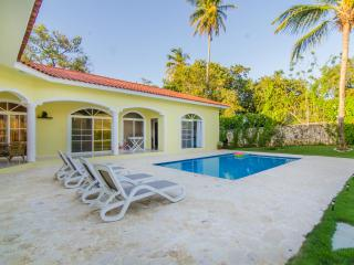 Ocean resort 3 bedroom villa. Guest friendly., Sosua