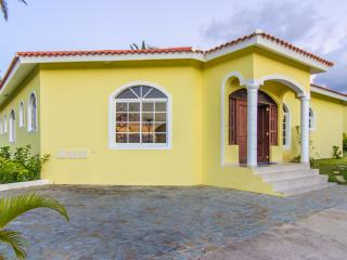 Ocean resort 3 bedroom villa. Guest friendly.