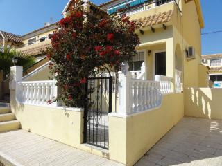 2 bedroom apartment near Villamartin Golf, beaches, Torrevieja