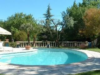Apartment in a Provencal farmhouse with pool, Mougins