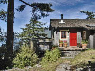 Isle Dream Cottage, Romantic and cozy waterfront hideaway (Orcas Island, WA), Eastsound