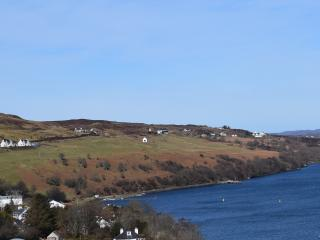 Tigh Fraoich, Mountain & sea-loch views, STB 5*, Carbost