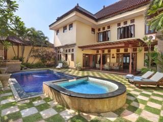Villa Erama -Luxury close to the action, sleeps11+, Seminyak