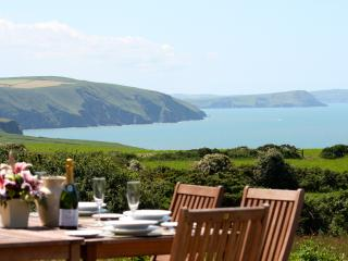 Seaview Cottage in the Pembrokeshire Coast Park, Newport -Trefdraeth
