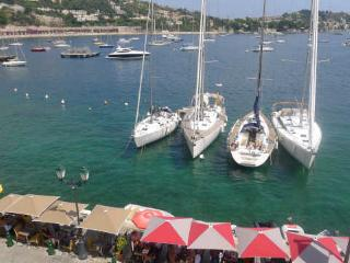 ON VILLEFRANCHE BAY - AP3040