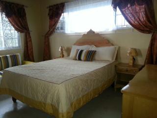 Sea View Queen Room in Luxury Villa