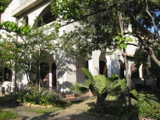 appartamento per vacanze pressi Nora con giardino