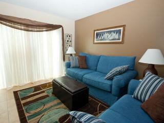 Nicely decorated 2 bedroom, 2 & 1/2 bath townhouse stye Tanglewood Villa