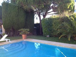 Villa avec jardin et piscine privée proche