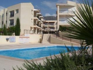 Delightful apartment with balcony views and pool, Peyia