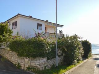 Apartment Loretta with sea view, Pula