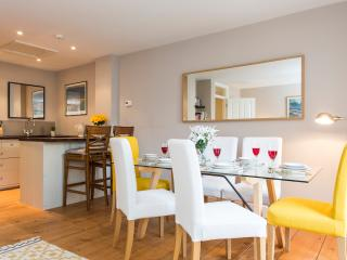 Central Chic 2BR Apartment with private garden