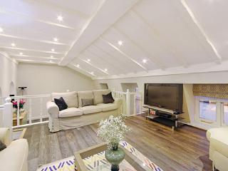 Impressive 2Bed Luxury Flat in Queen's Gate Road