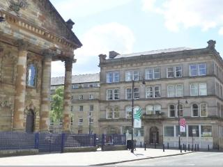 Bright Spacious Apartment in Glasgow City Centre