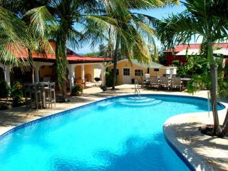 Caribbean Wave 4 bedroom with Private Pool!