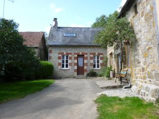 Characterful Cottage in the Countryside, Domfront