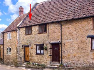 BRAMBLE NOOK, 15th century terraced cottage, inglenook fireplace, WiFi, good walking base, in Haselbury Plucknett, Ref 914790