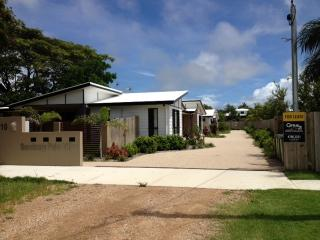 Furnished Rental- 2 bedrooms, modern, pets ok, Bowen