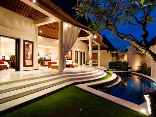 Beautiful 2 Bedroom Villa in Oberoi, Seminyak, Kuta
