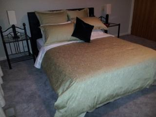Bedroom 1. Queen bed, TV, ducted heating, ceiling fan, clock radio, electric blanket & built in robe