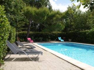 Quiet Hill:Villa-swimming pool-big wooden park, Mazan