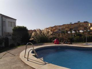 Preciosa casa con piscina y vistas al mar..