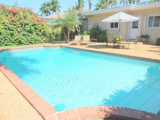 Lake Breezes 3/2 for 8 guests Large Pool 1 mile to Beach and Downtown, Hollywood