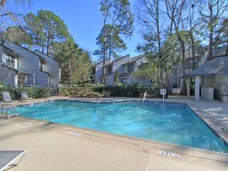 Beautiful 34 Ocean Breeze beach oriented. Pet friendly, free bikes and tennis, Hilton Head