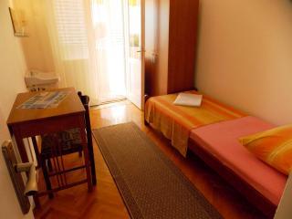 Room Jenny 2 for 2pax with shared bathroom, Novalja