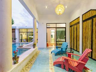 A sunny, spacious retreat for families., Mérida