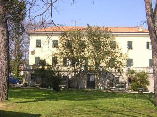 appartamento in villa di campagna con piscina