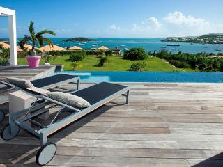 MAY/JUNE , 1 NIGHT FREE -AWESOME Villa Au fil de l'Eau- SEA VIEW, Orient Bay