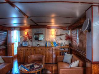 Deramore classic motor yacht Connected Rooms, Punta Ala