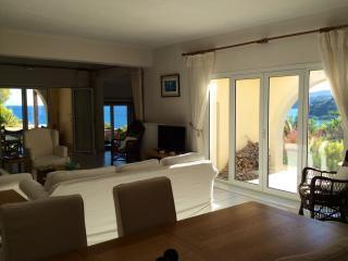 Spacious lounge / dining room 12mx6m has stunning sea views