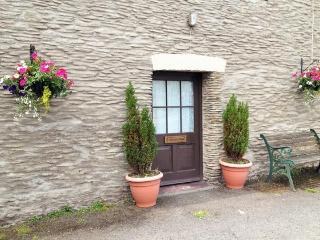 Paddock Cottage with use of swimming pool from Easter until end of October