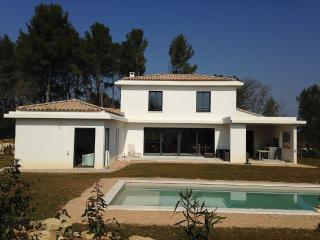 Villa quiet, with open views and pool, Peynier