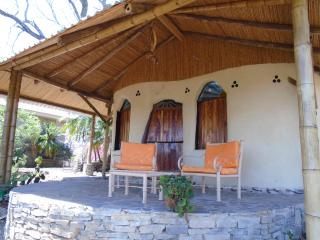 Hobbit Cob Cottage Hand Sculptured Adobe, Near Guayabo de Bagaces