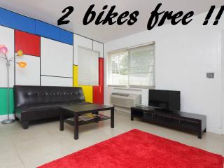 STUDIO close beach! and SoBe!+ 2 BIKES ! JET SKI !, Miami Beach