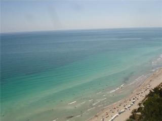 BEACH CLUB ON THE BEACH 5-STAR 1/1, Hallandale Beach