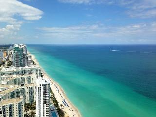 BEACH CLUB ON THE BEACH 5-STAR 2/2, Hallandale Beach