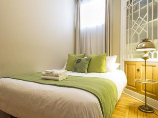 Wow!  Apartment Suites Central to Walk and Enjoy Tourist Attractions, Québec (ville)