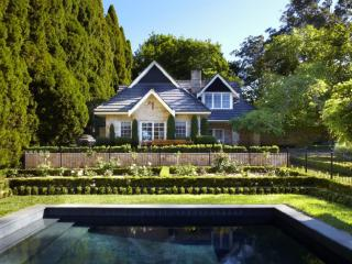 BAYNTON COTTAGE - Contemporary Hotels, Bowral