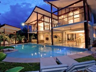 PORT DOUGLAS VILLA - Contemporary Hotels, Port Douglas
