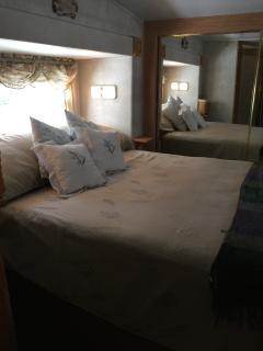 Queen bed in camper suite