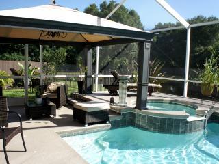Comfortable Lanai Lounge & Hot Tub