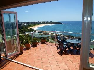 Freshwater Beachhouse with views - close to Manly