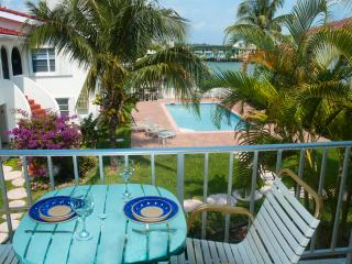 Lovely One-bed Waterfront Condo near beach & shops, Freeport