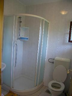 A-veliki(5): bathroom with toilet