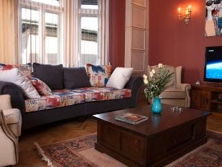 Palace Grand 4 DBR  romantic & chic apartmentt, Budapest